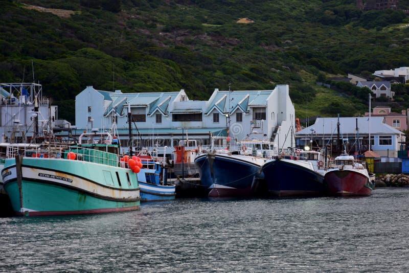 Bateaux de pêche dans le port, baie de Hout, Afrique du Sud image libre de droits