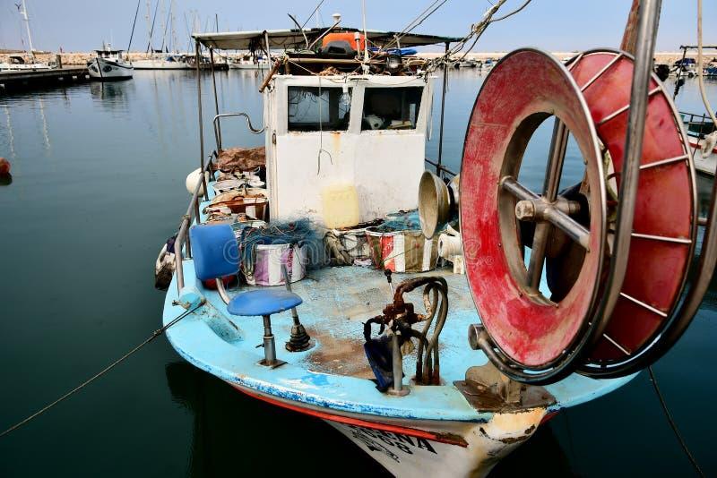 Bateaux de pêche dans le port de pêche de Zygi photo libre de droits