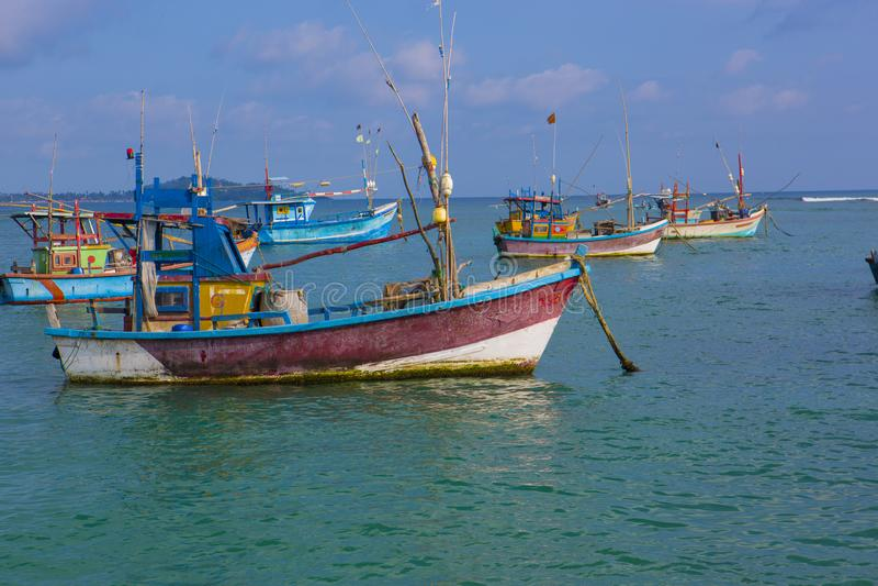 Bateaux de pêche dans Weligama, Sri Lanka Pêche sri-lankaise Mer vi photographie stock