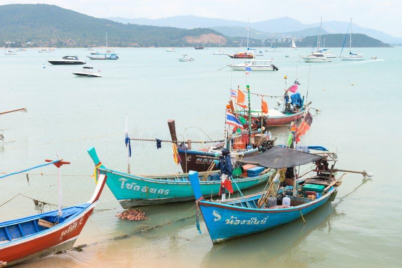 Bateaux de pêche en bois thaïlandais traditionnels images libres de droits