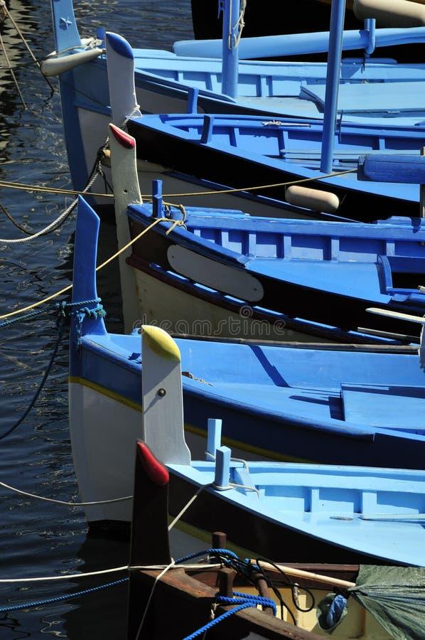 Bateaux de pêche méditerranéens images stock