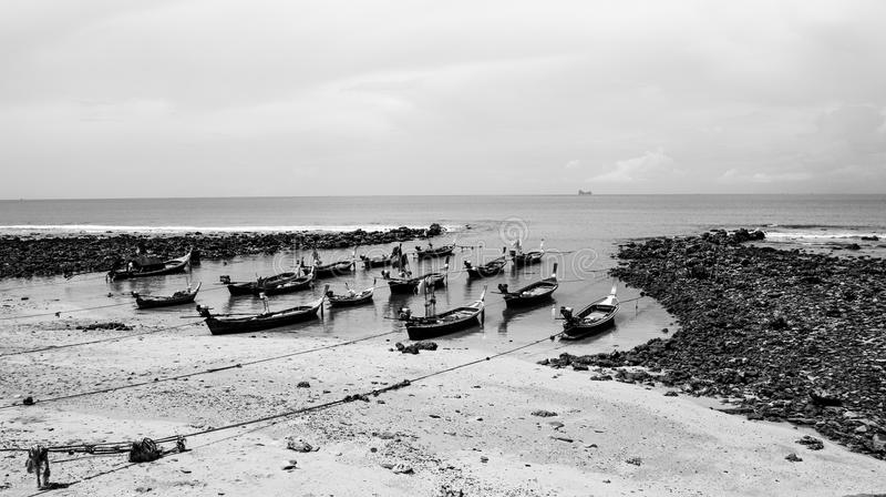 Bateaux de pêche sur l'île de Koh Lanta images stock