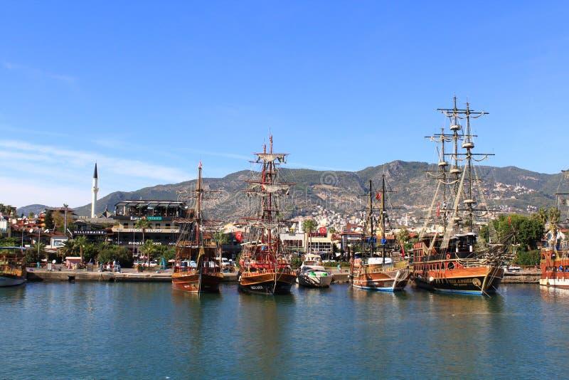 Bateaux de pirate dans Alanya images libres de droits