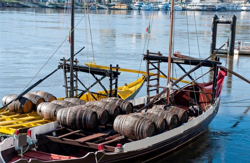 Bateaux de Rabelo sur la rivière de Douro Porto, Portugal photos libres de droits