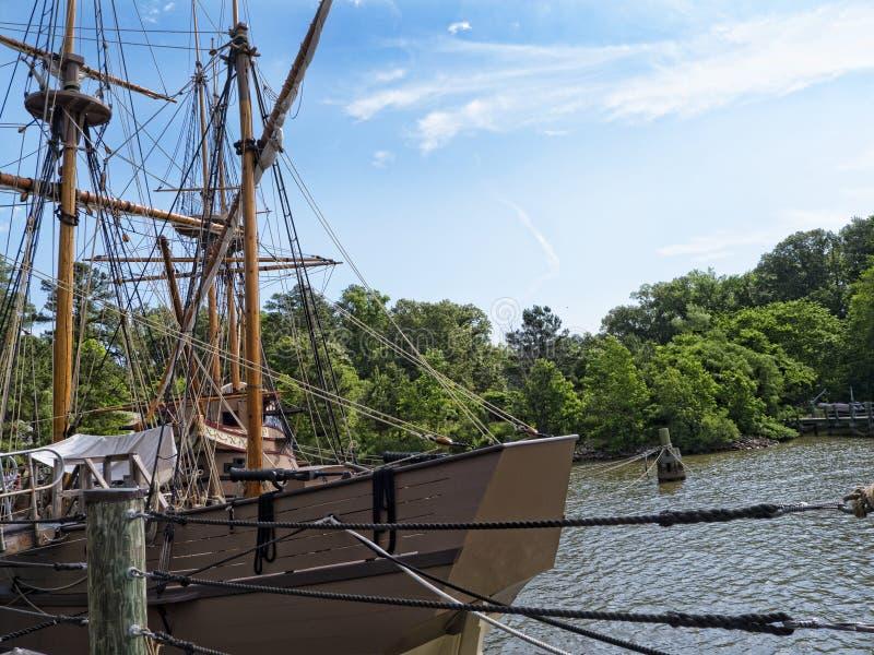 Bateaux de reproduction sur James River photo stock