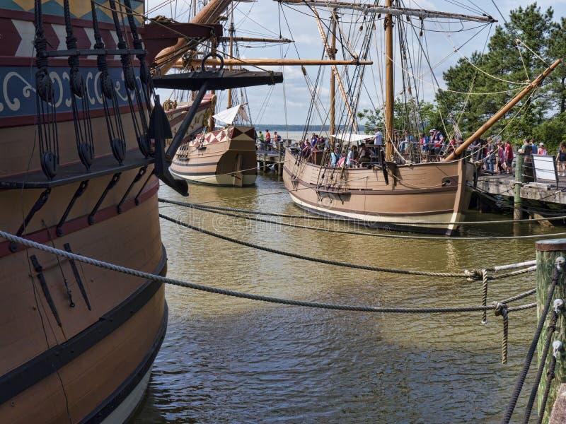 Bateaux de reproduction sur James River images stock