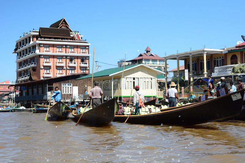 Bateaux de touristes Nyaungshwe Lac Inle myanmar photo stock