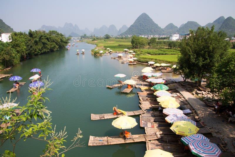 Bateaux de visite de Yangshuo photographie stock