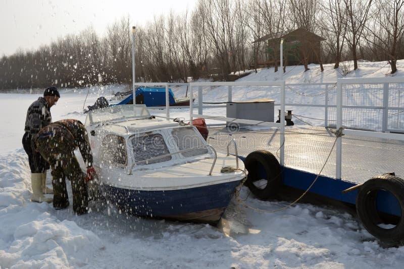 Bateaux en glace sur la rivière Borcea 7 photo libre de droits
