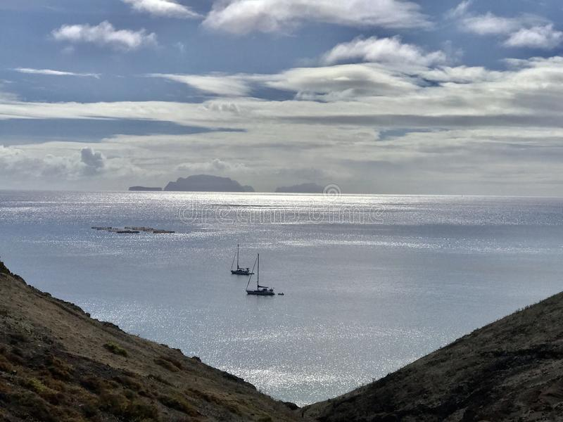 Bateaux en mer photos libres de droits