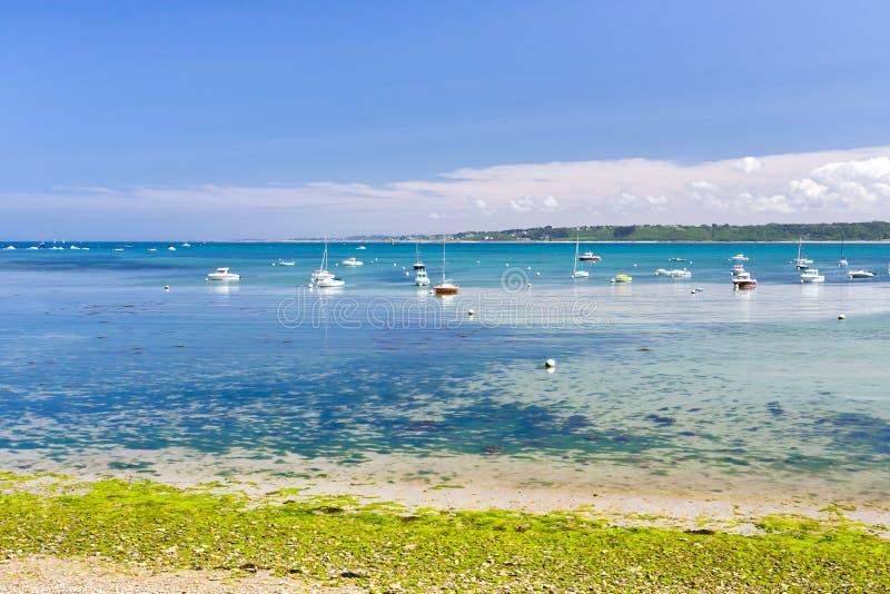 Bateaux en mer, Brittany, France image libre de droits