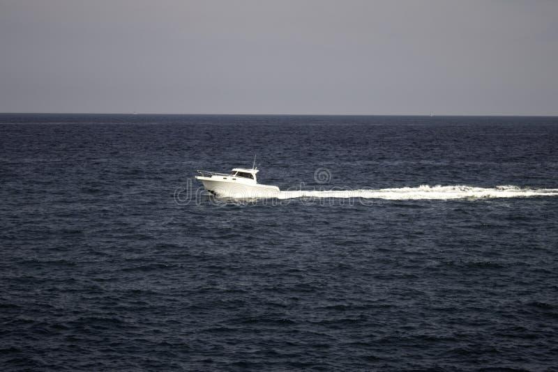 Bateaux en mer images libres de droits