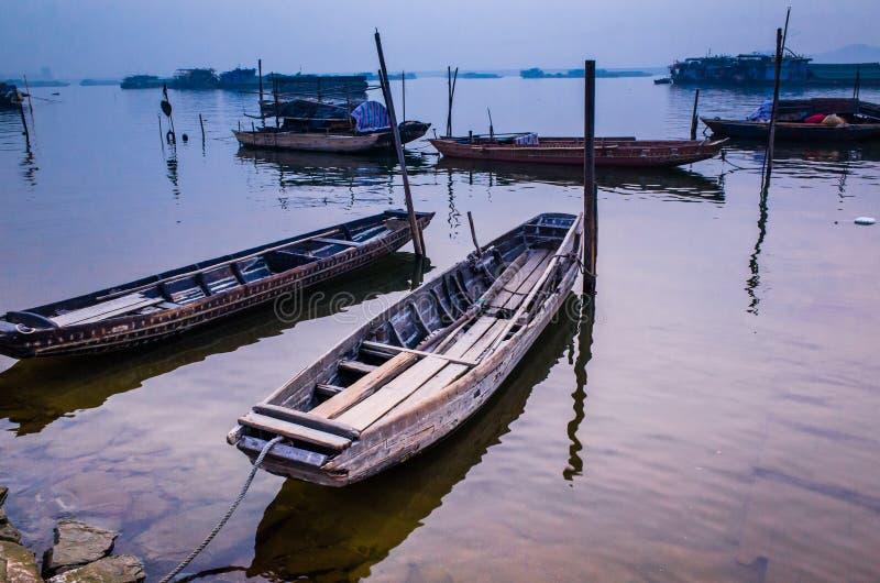 Bateaux en rivière photo libre de droits