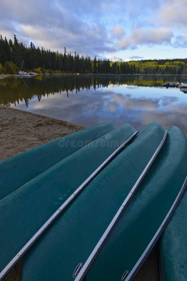 Bateaux et lac pyramid images stock