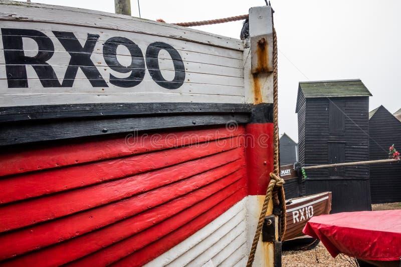 Bateaux et vieilles huttes de pêcheurs photo stock