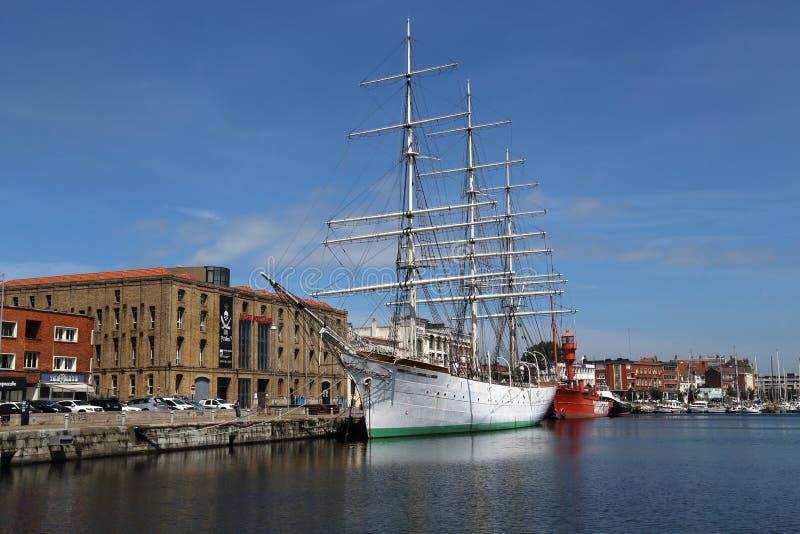 Bateaux historiques dans le port de Dunkerque, France photos libres de droits