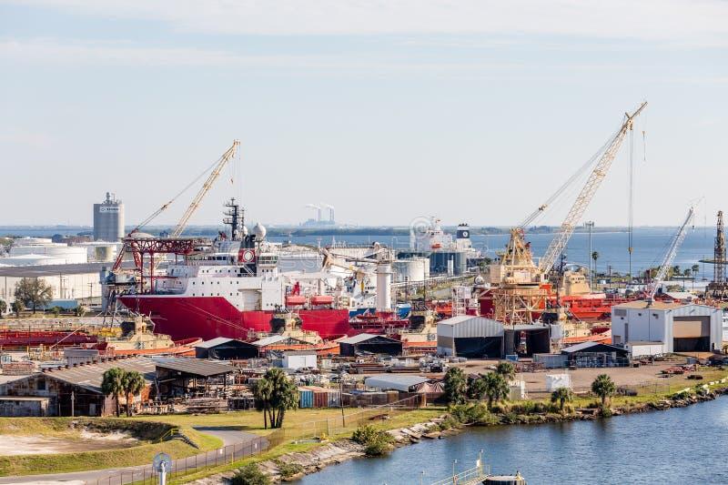 Bateaux industriels à chantier de construction navale images libres de droits