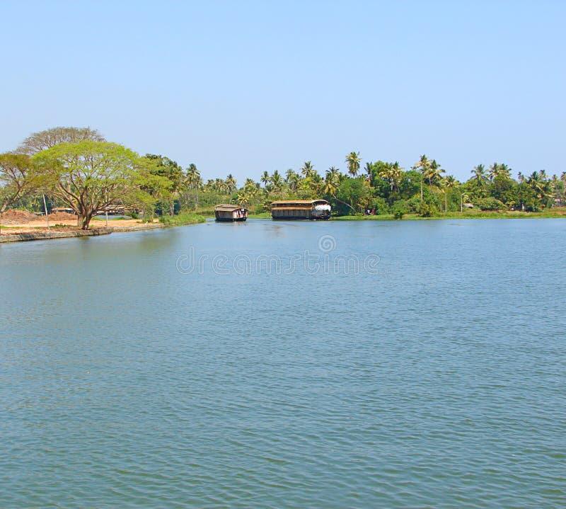 Bateaux-maison dans les mares au Kerala, Inde image stock