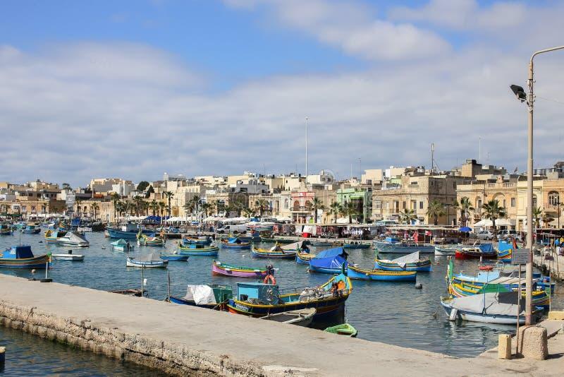 Bateaux Malte de pêcheur de village de Marsaxlokk photos libres de droits