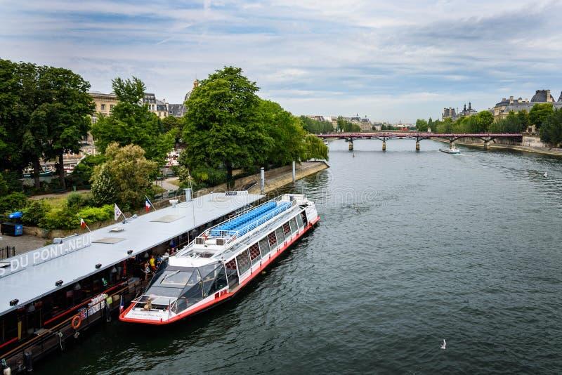 Bateaux-Mouches, Paris images libres de droits