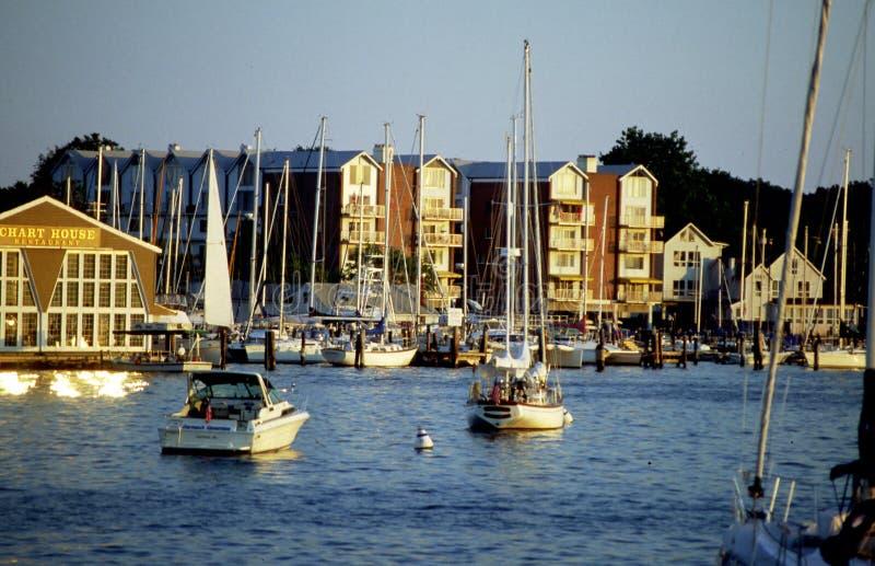 Bateaux nombreux dans la baie de Chesepeake près d'Annapolis, le Maryland W photo libre de droits
