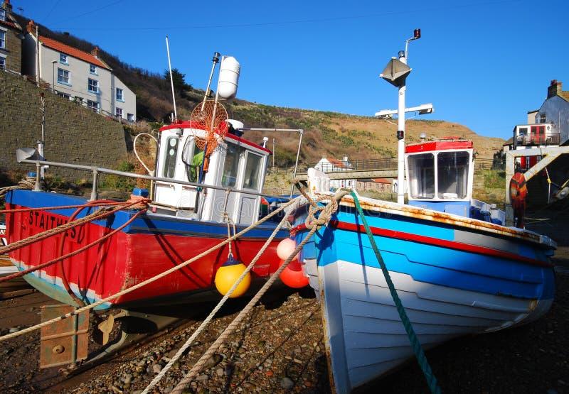 bateaux pêchant des staithes image stock