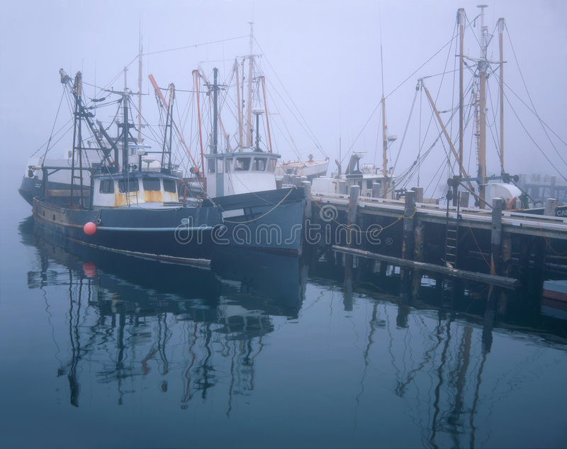 bateaux pêchant le pilier image libre de droits