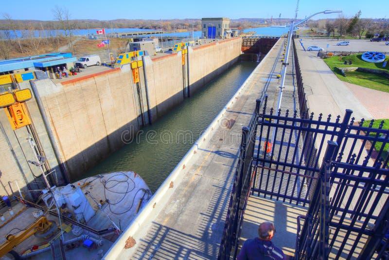 Bateaux passant par Welland Canal image stock