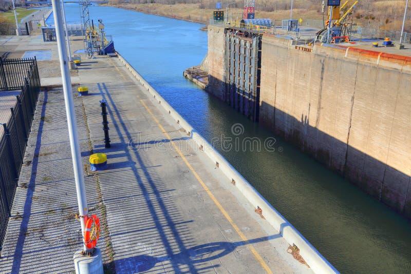 Bateaux passant par Welland Canal images stock