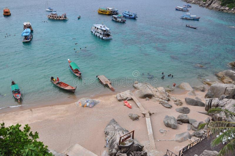 Bateaux près de la plage en Thaïlande images stock