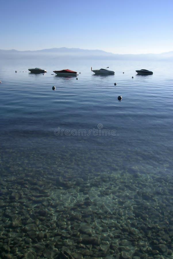 Bateaux sur l'eau photo stock
