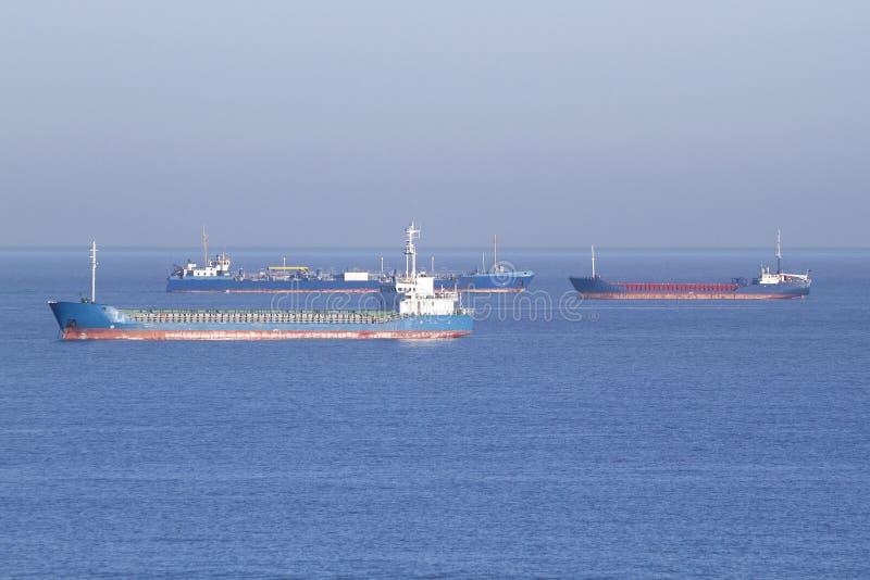 Bateaux sur la Manche de point d'attache photos stock