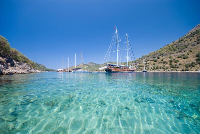 Bateaux sur la mer Méditerranée photographie stock libre de droits