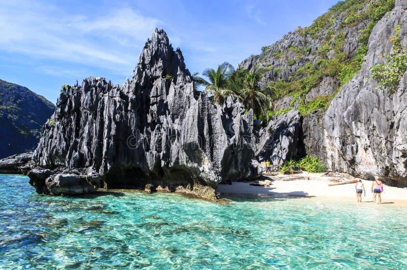 Bateaux sur la plage de l'EL Nido, Philippines image stock