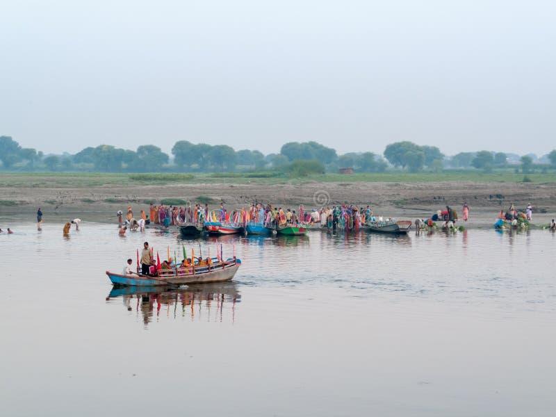 Bateaux sur la rivière de Yamuna photo libre de droits