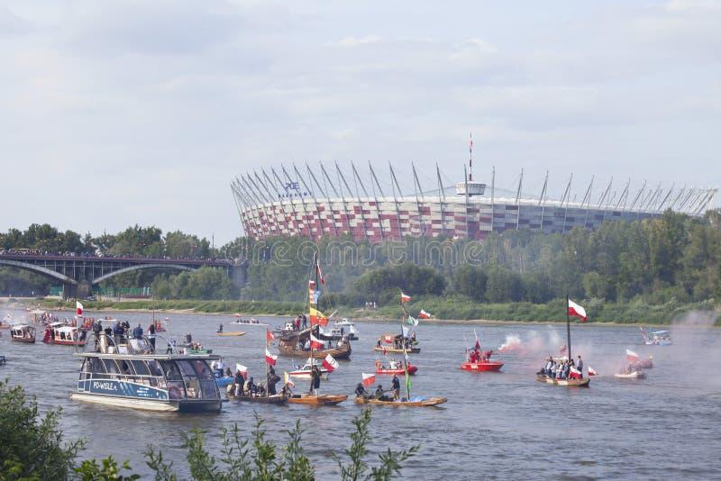 Bateaux sur la rivière la Vistule à Varsovie pendant la célébration du soixante-quinzième anniversaire du soulèvement de Varsovie images libres de droits