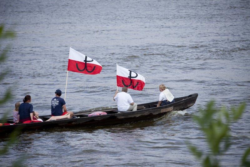 Bateaux sur la rivière la Vistule à Varsovie pendant la célébration du soixante-quinzième anniversaire du soulèvement de Varsovie image libre de droits