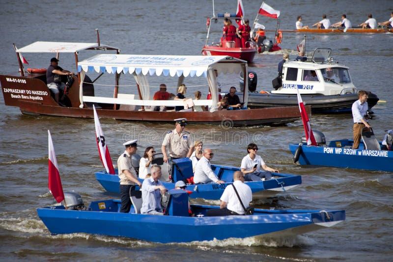 Bateaux sur la rivière la Vistule à Varsovie pendant la célébration du soixante-quinzième anniversaire du soulèvement de Varsovie photographie stock