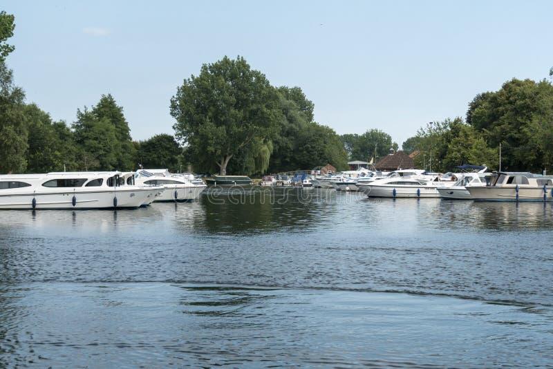 Bateaux sur la rivière Waveney, Beccles, Suffolk, R-U photo libre de droits