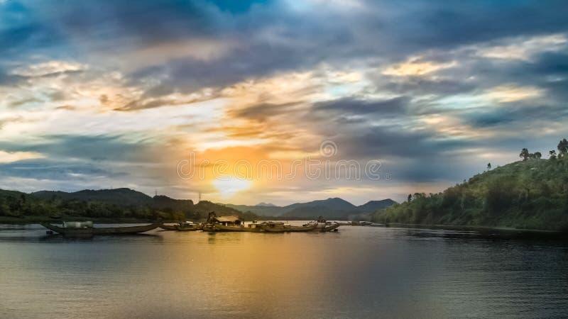 Bateaux sur le fleuve de mekong au Vietnam images libres de droits