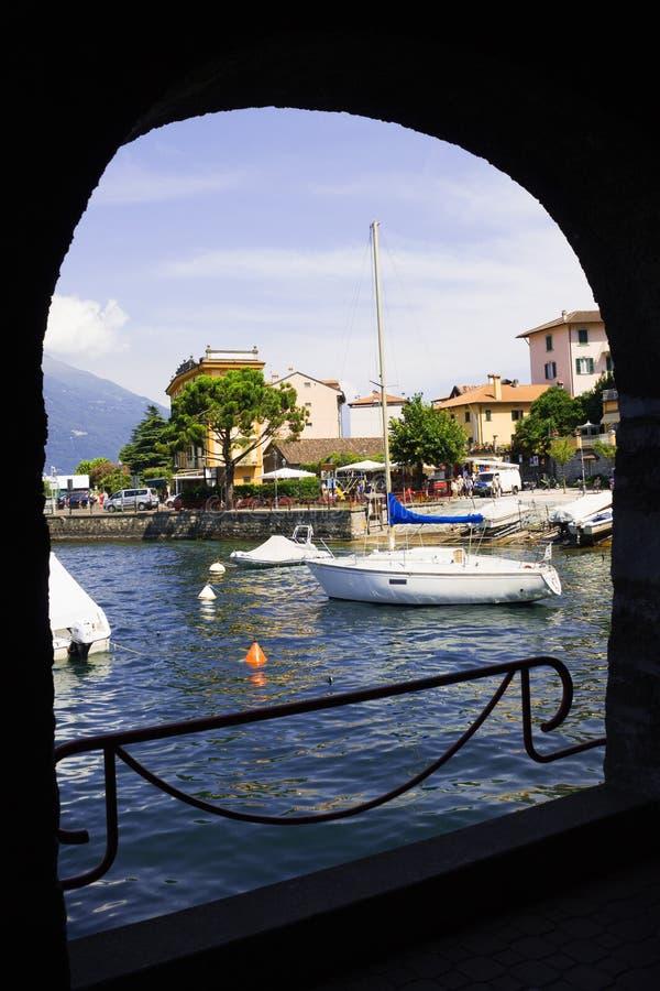 Bateaux sur le lac Como, Varenna, lac Como, Italie photos libres de droits