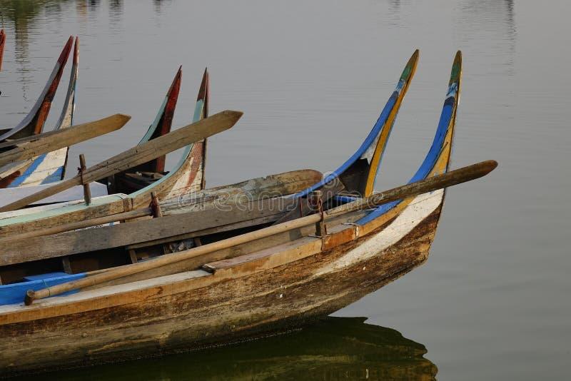 Bateaux sur le lac Taungthaman, Myanmar photo libre de droits