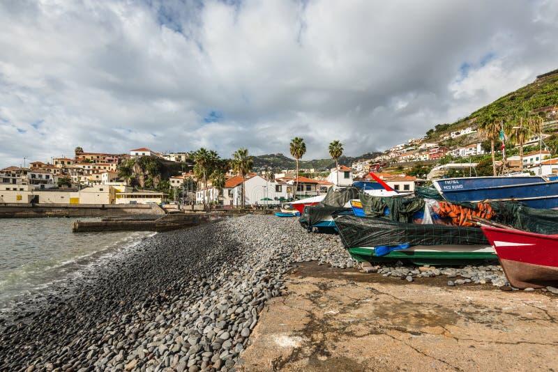 Bateaux sur le rivage Camara de Lobos Funchal madeira portugal photos stock
