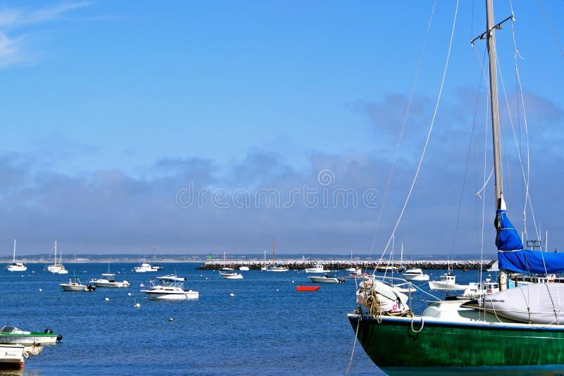 Bateaux sur leurs amarrages dans le port de Provincetown images libres de droits