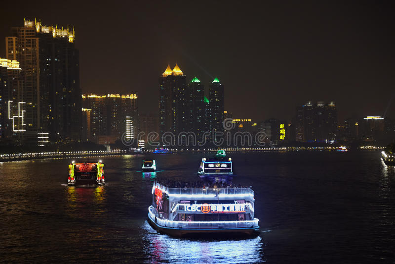 Bateaux sur Pearl River la nuit photographie stock libre de droits