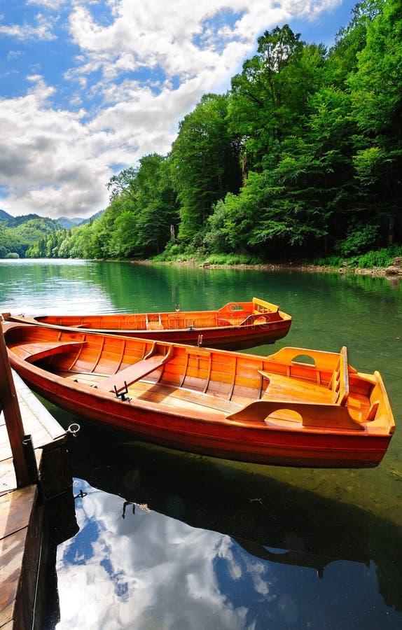 Bateaux sur un lac photo libre de droits