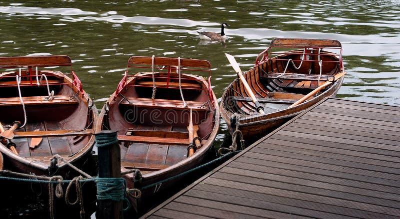 Download Bateaux sur un lac image stock. Image du aviron, tranquillité - 57077