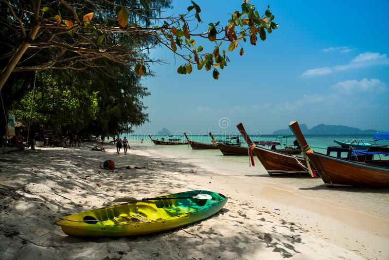 Bateaux touristiques, Phi Phi Island, Thaïlande images stock
