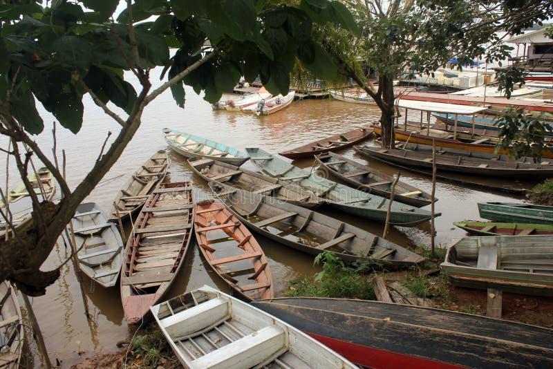 Bateaux typiques d'Amazonas, rivière Solimões, municipalité d'Iranduba image libre de droits