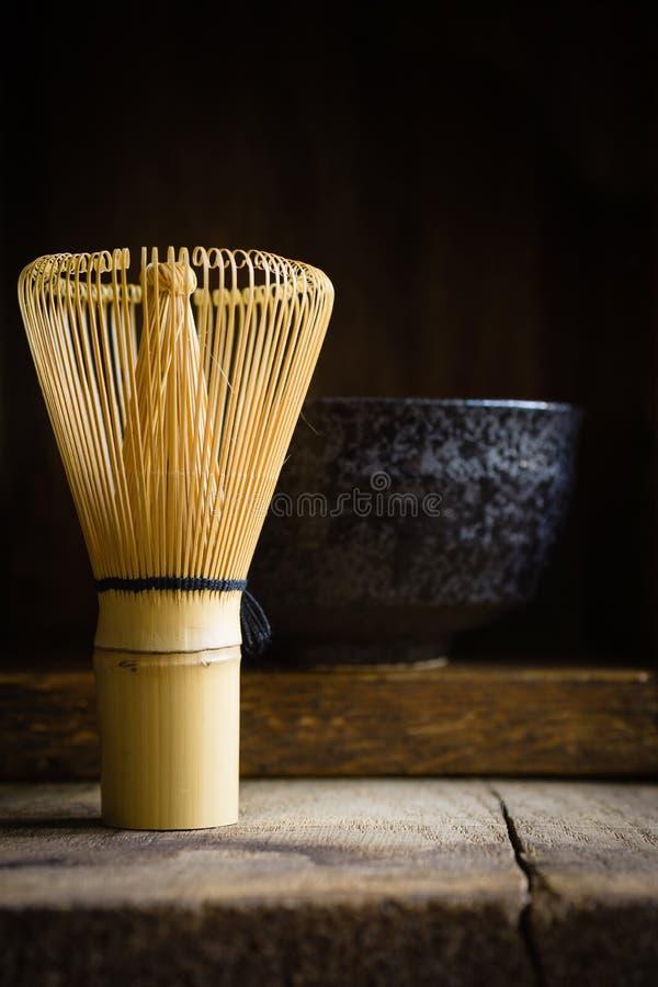 Batedor de ovos do chá de Matcha do japonês fotografia de stock royalty free